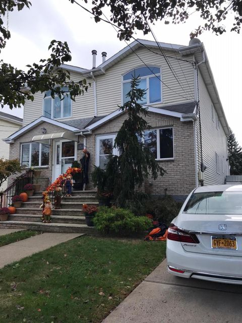 Single Family Home for Sale at 60 Pond Street Staten Island, New York 10309 United States