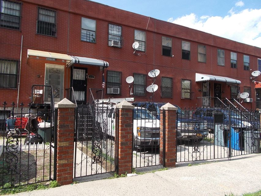 Additional photo for property listing at 375 Hart Street  Brooklyn, New York 11206 United States