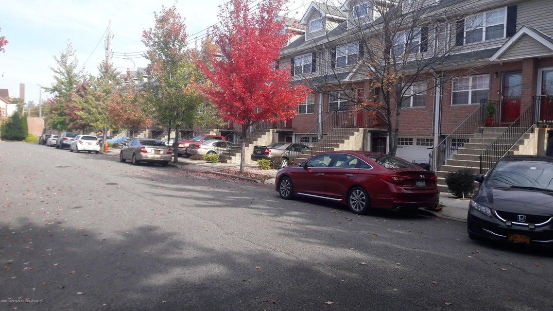Additional photo for property listing at 23 Giacomo Lane  Staten Island, New York 10310 United States