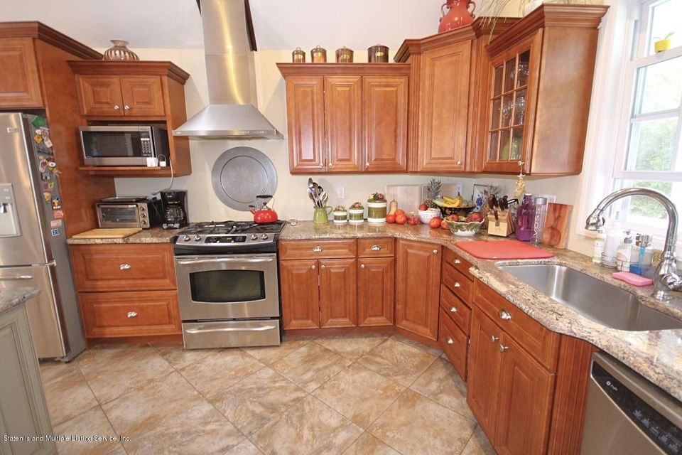 Additional photo for property listing at 125 Meadow Avenue  Staten Island, New York 10304 United States