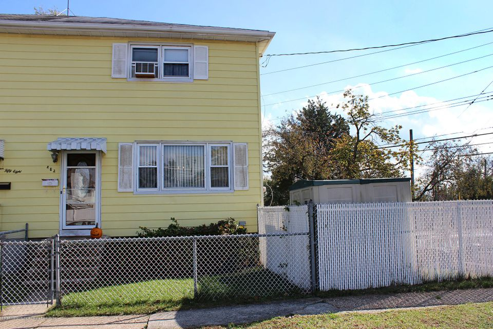 Single Family Home for Sale at 462 Stoneham Street Staten Island, New York 10306 United States
