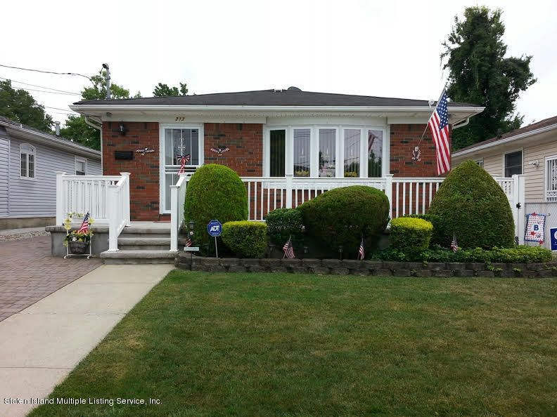 Single Family - Detached in Richmond Town - 212 Park Street  Staten Island, NY 10306