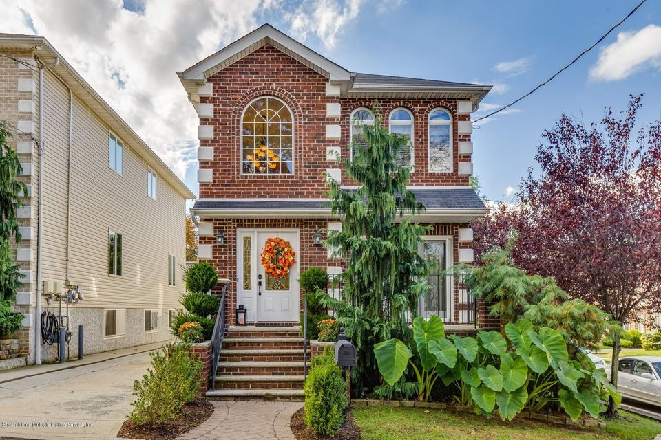 Single Family Home for Sale at 6 Lafayette Street Staten Island, New York 10307 United States