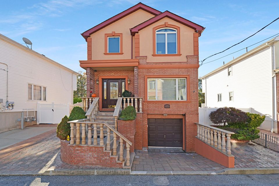 Single Family Home for Sale at 24 Comfort Court Staten Island, New York 10312 United States