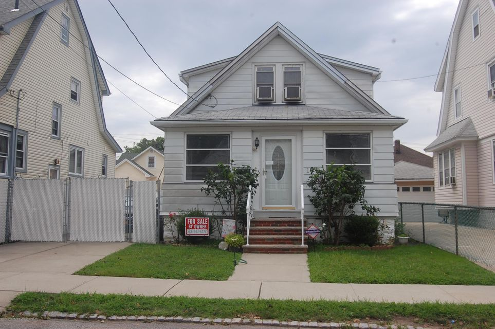 Single Family - Detached in Westerleigh - 178 Dickie Avenue  Staten Island, NY 10314