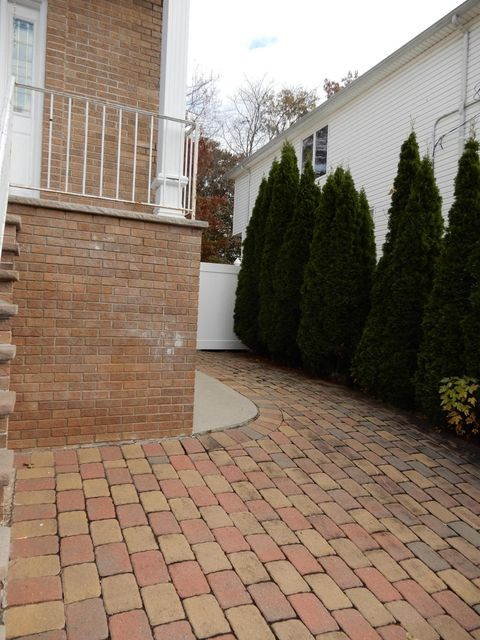 Additional photo for property listing at 35 Comfort Court  Staten Island, New York 10312 United States