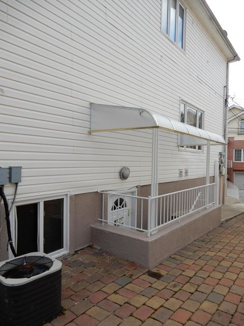 Single Family - Detached 35 Comfort Court  Staten Island, NY 10312, MLS-1115048-24