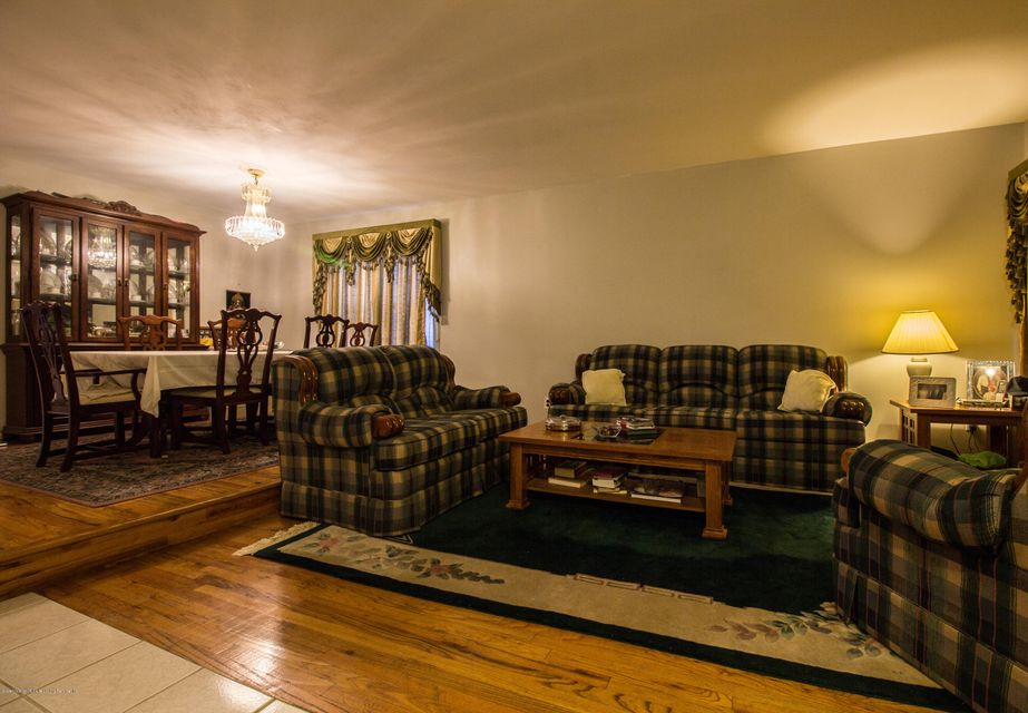 Additional photo for property listing at 415 Winant Avenue  Staten Island, New York 10309 United States