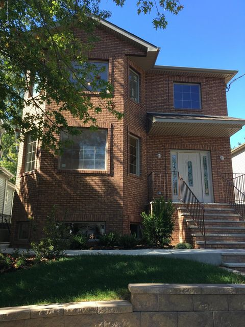 Single Family Home for Sale at 334 Manhattan Street Staten Island, New York 10307 United States