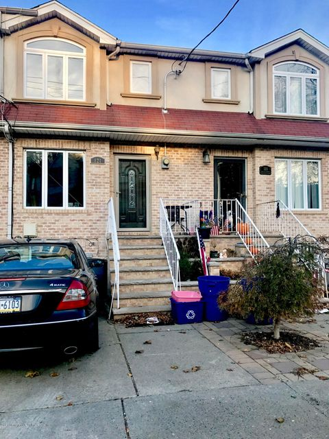 Single Family Home for Sale at 121 Melvin Avenue Staten Island, New York 10314 United States