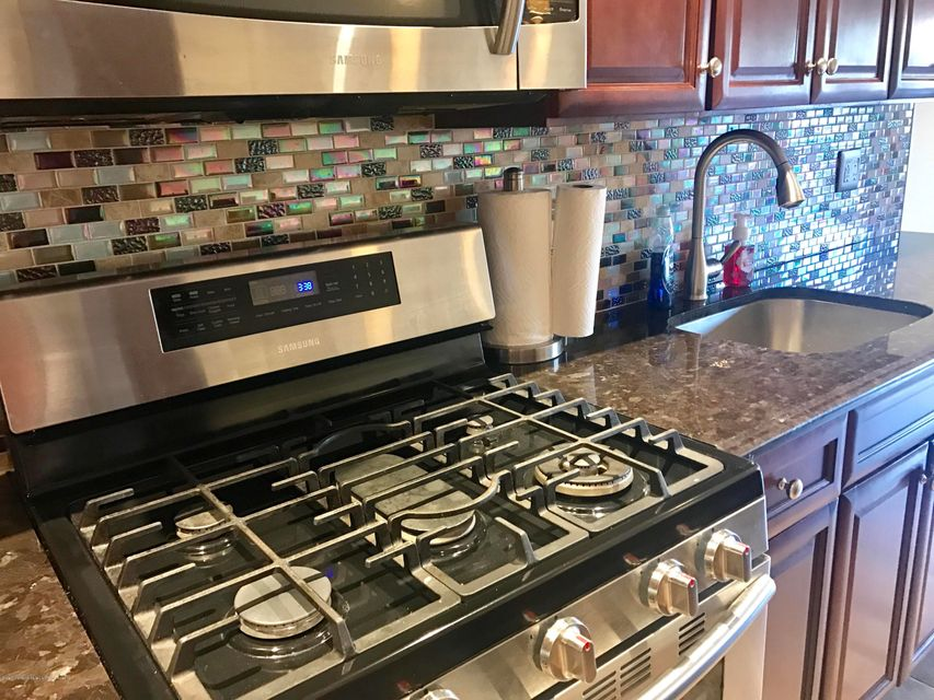 Additional photo for property listing at 121 Melvin Avenue  Staten Island, New York 10314 United States