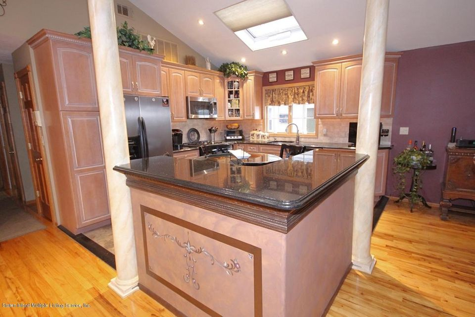 Additional photo for property listing at 72 Ionia Avenue  Staten Island, New York 10312 United States