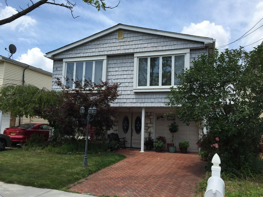 Single Family Home for Rent at 212 Kelly Boulevard Staten Island, New York 10312 United States