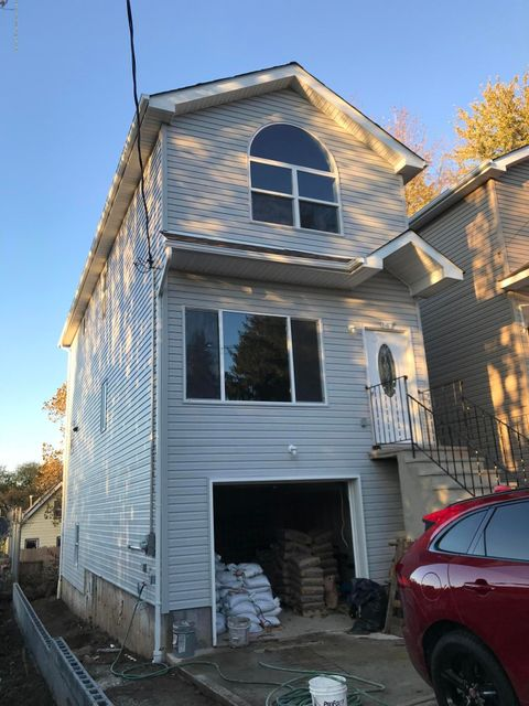 Single Family Home for Rent at 147 Winter Avenue Staten Island, New York 10301 United States