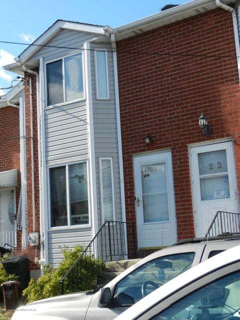 Additional photo for property listing at 24 Northfield Court  Staten Island, New York 10303 United States