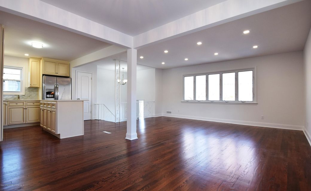 Additional photo for property listing at 758 Tysens Lane  Staten Island, New York 10306 United States