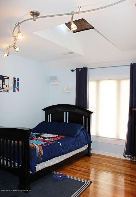 Additional photo for property listing at 44 Comfort Court  Staten Island, New York 10312 United States