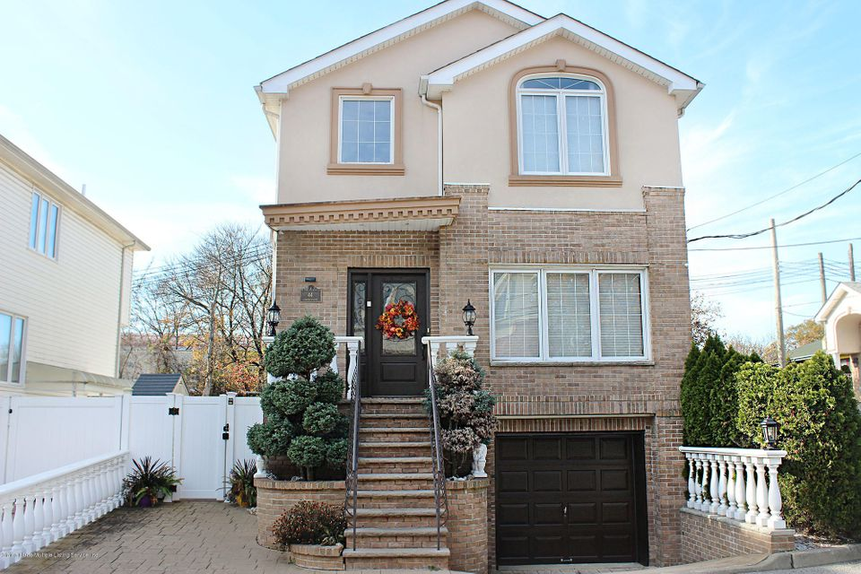 Single Family Home for Sale at 44 Comfort Court Staten Island, New York 10312 United States