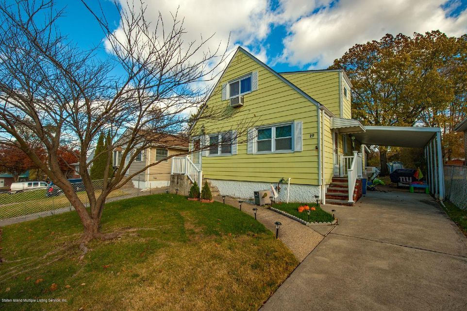 Single Family Home for Sale at 19 Suffolk Avenue Staten Island, New York 10314 United States