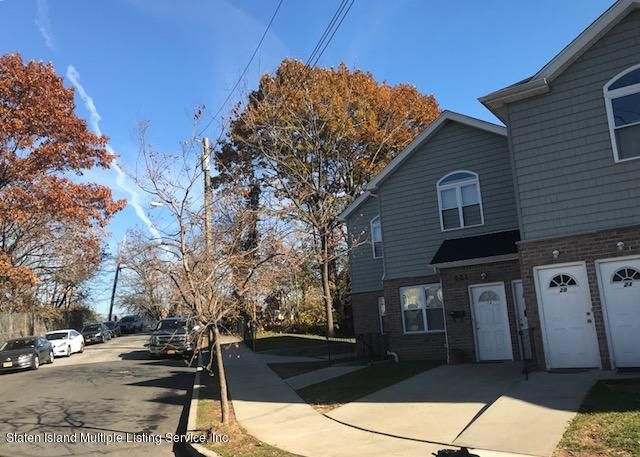 Additional photo for property listing at 121 Eaton Place  Staten Island, New York 10302 United States