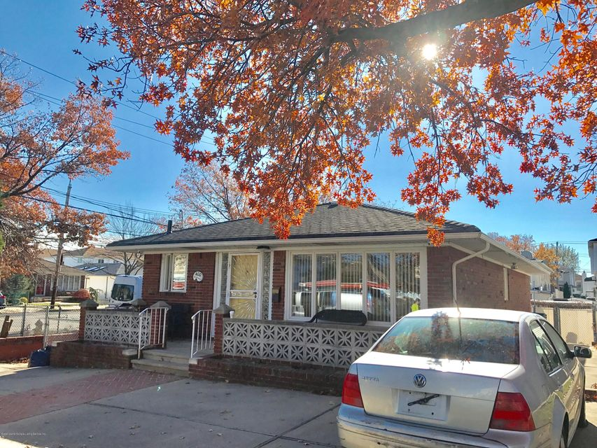 Additional photo for property listing at 400 Naughton Avenue  Staten Island, New York 10305 United States