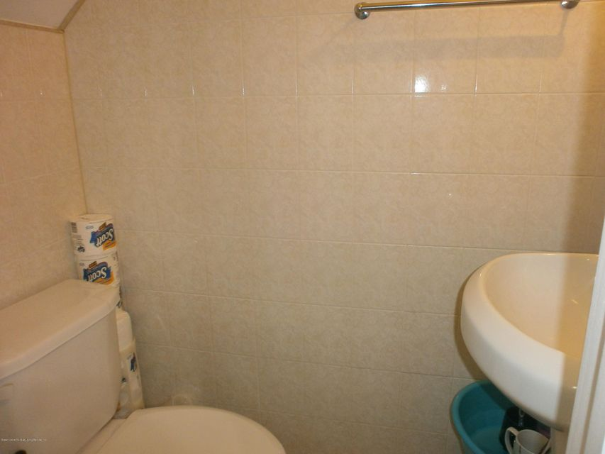 Additional photo for property listing at 127 Alex Cir  Staten Island, New York 10305 United States
