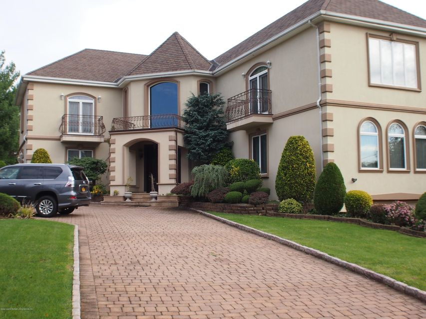 Single Family Home for Sale at 37 Fairview Place Staten Island, New York 10304 United States