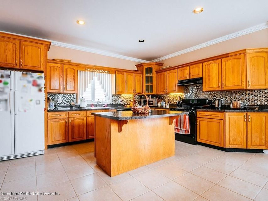 Additional photo for property listing at 407 Harold Avenue  Staten Island, New York 10312 United States