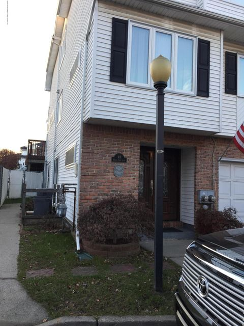 Single Family Home for Rent at 49 White Oak Lane Staten Island, 10309 United States