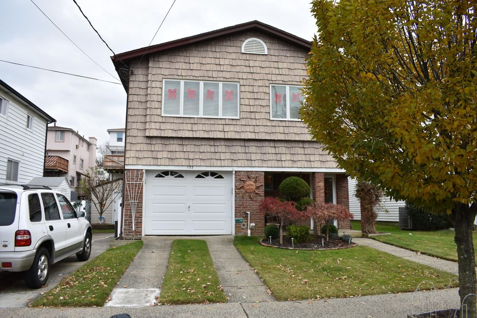 Single Family Home for Sale at 133 Fields Avenue Staten Island, New York 10314 United States