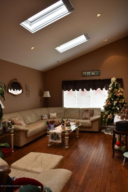 Additional photo for property listing at 133 Fields Avenue  Staten Island, New York 10314 United States