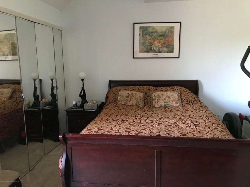 Additional photo for property listing at 10 Andrea Court  Staten Island, New York 10312 United States