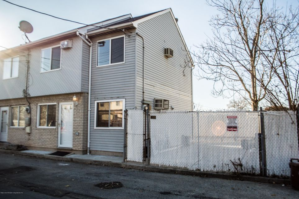 Additional photo for property listing at 30 Walker Drive  Staten Island, New York 10303 United States