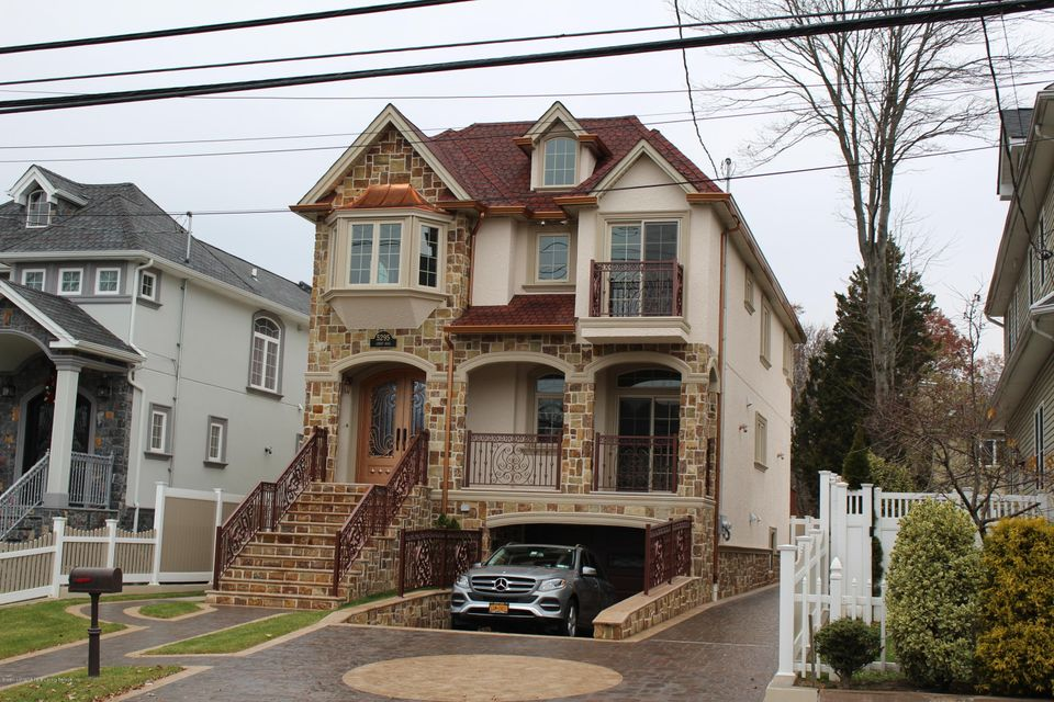 Two Family - Detached in S.E. Annadale - 5295 Amboy Road  Staten Island, NY 10312