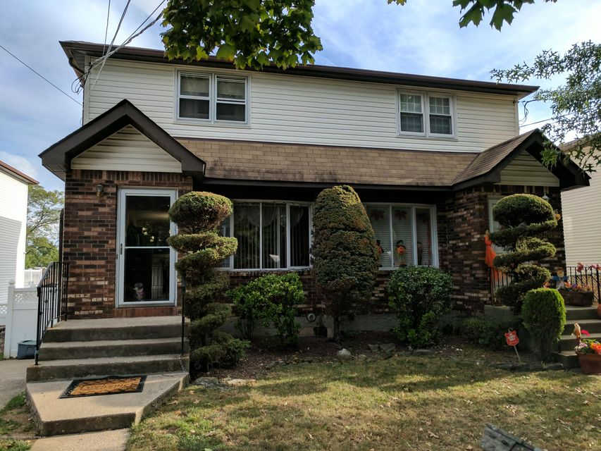 Single Family Home for Sale at 824 Stafford Ave Staten Island, 10309 United States
