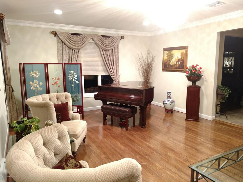 Additional photo for property listing at 11 Utopia Court  Staten Island, New York 10304 United States