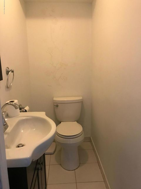 43 Westport Lane,Staten Island,New York 10314,3 Bedrooms Bedrooms,5 Rooms Rooms,3 BathroomsBathrooms,Single family residence,Westport,1115467