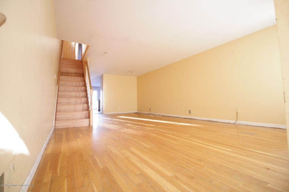 Two Family - Attached in Oakwood - 64 Pelican Circle  Staten Island, NY 10306