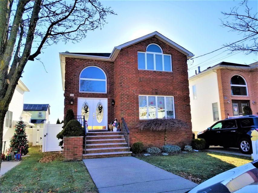 Two Family - Detached in Eltingville - 26 Rochelle Place  Staten Island, NY 10312