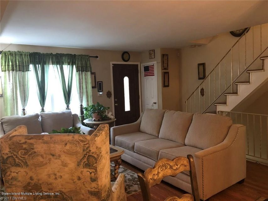 Additional photo for property listing at 44 Skyline Drive  Staten Island, New York 10304 United States