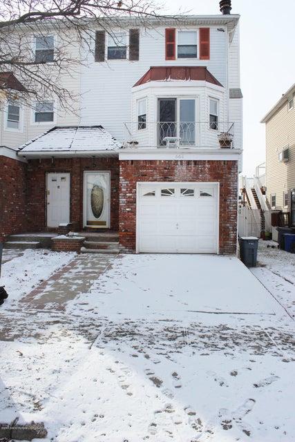 Single Family - Semi-Attached in Heartland Village - 664 Travis Avenue  Staten Island, NY 10314