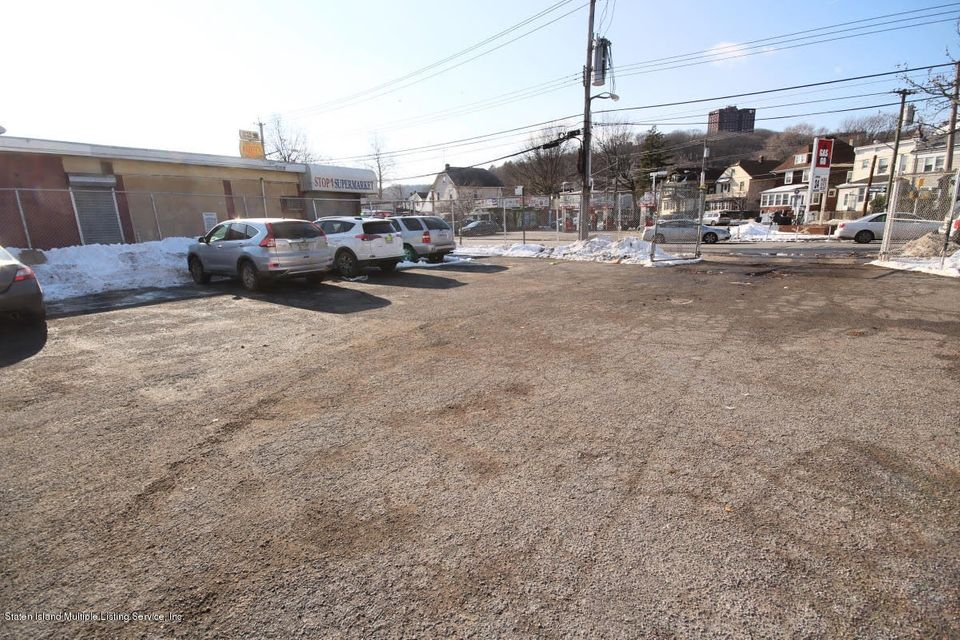 Commercial for Rent at 513 Targee Street Staten Island, New York 10304 United States