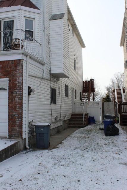 Single Family - Semi-Attached 664 Travis Avenue  Staten Island, NY 10314, MLS-1116000-2