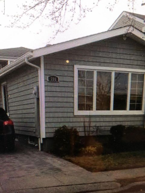 Single Family - Detached in Arden Heights - 335 Green Valley Road  Staten Island, NY 10306