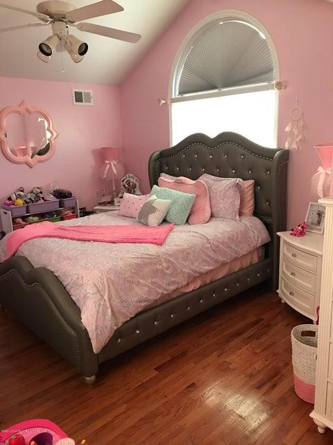 Single Family - Detached 437 Manhattan Street  Staten Island, NY 10307, MLS-1116045-8