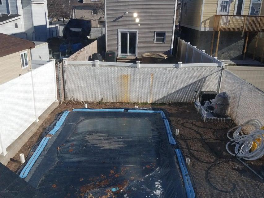 Single Family - Detached 437 Manhattan Street  Staten Island, NY 10307, MLS-1116045-17
