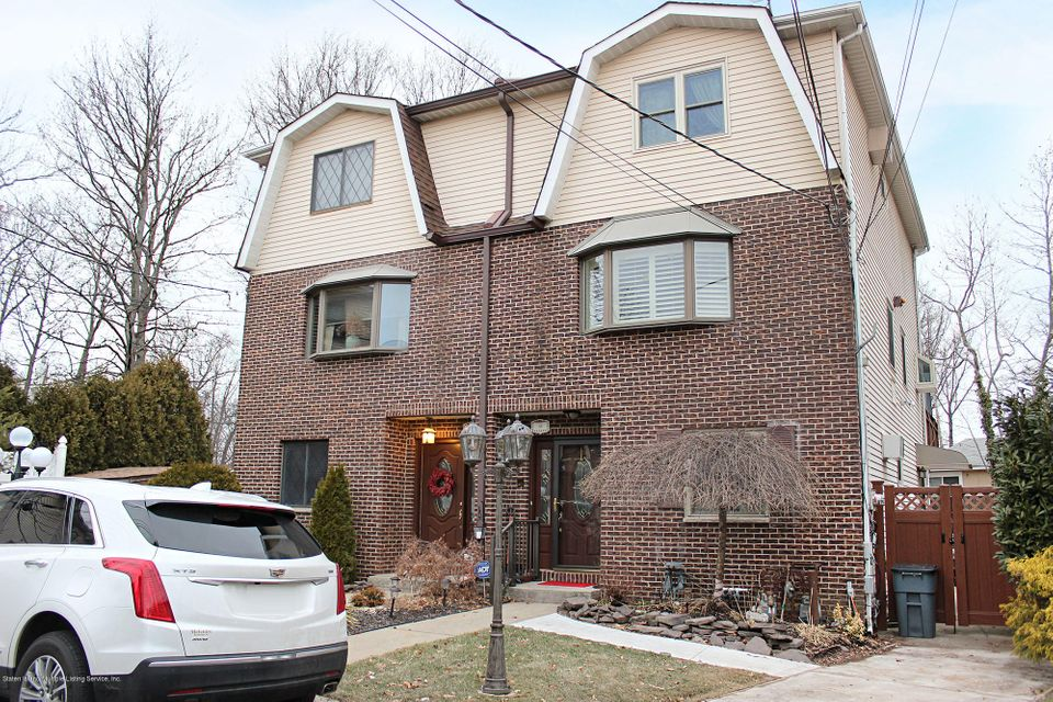 Two Family - Semi-Attached in Eltingville - 35 Crest Loop  Staten Island, NY 10312