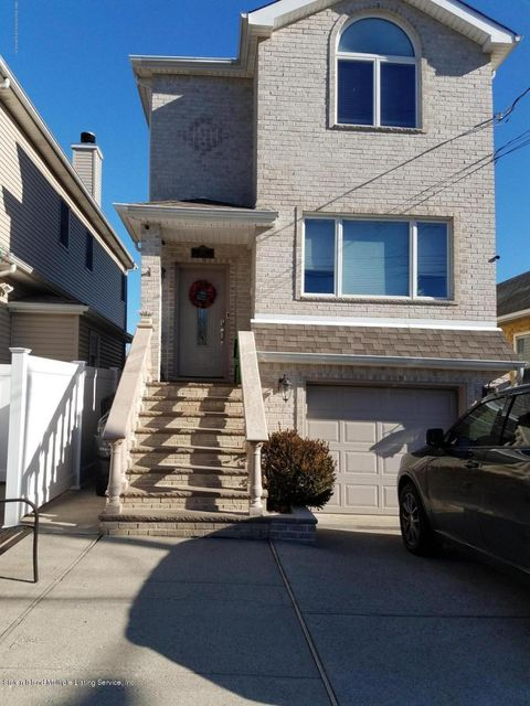 Single Family - Detached in Tottenville - 437 Manhattan Street  Staten Island, NY 10307
