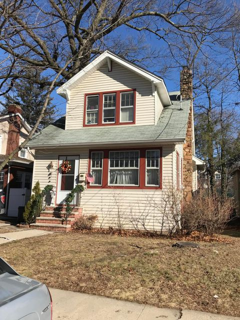 Single Family - Detached in Great Kills - 177 Lindenwood Road  Staten Island, NY 10308