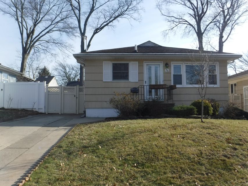 Single Family - Detached in Great Kills - 88 Oceanview Place  Staten Island, NY 10308